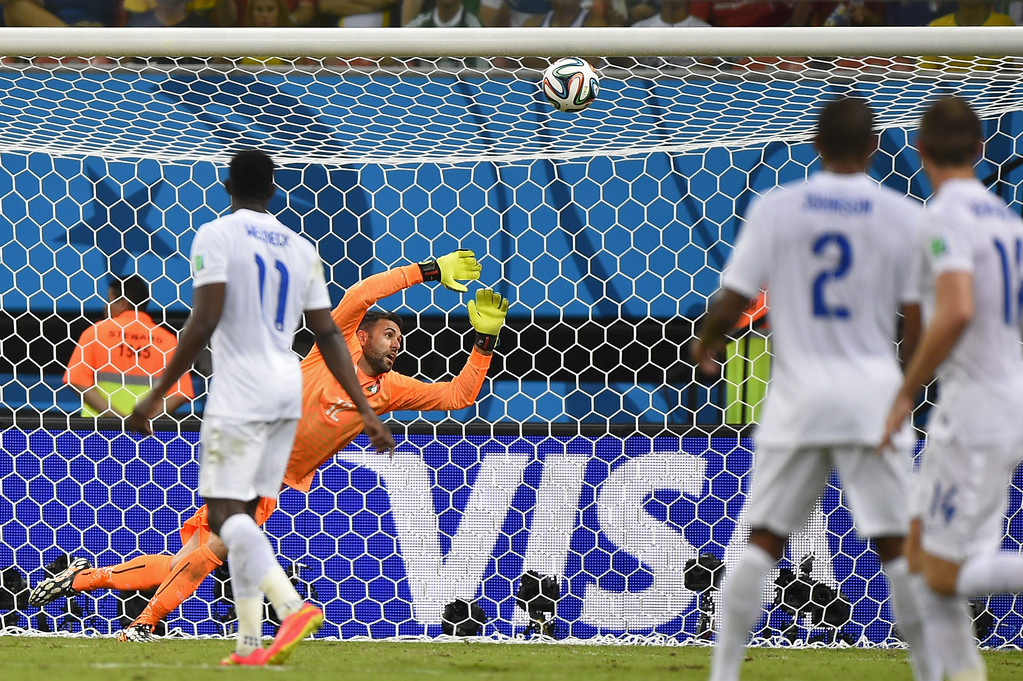 . Italy\'s goalkeeper Salvatore Sirigu saves the ball during a Group D football match between England and Italy at the Amazonia Arena in Manaus during the 2014 FIFA World Cup on June 14, 2014. AFP PHOTO / FABRICE COFFRINI