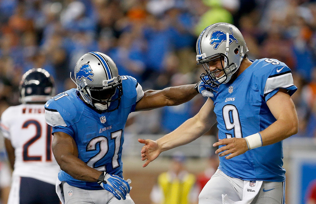 . DETROIT, MI - SEPTEMBER 29:  Reggie Bush #21 and Matthew Stafford #9 of the Detroit Lions celebrate a touchdown against the Chicago Bears at Ford Field on September 29, 2013 in Detroit, Michigan. (Photo by Gregory Shamus/Getty Images)