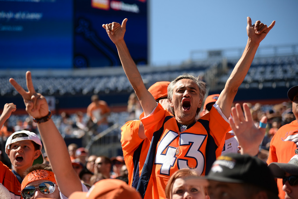 . Denver Broncos fans welcome the players at Sports Authority Field at Mile High for the Broncos scrimmage . Denver, Colorado. August 02. 2014. (Photo by Hyoung Chang/The Denver Post)