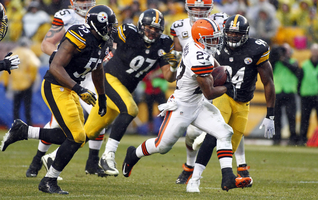 . Edwin Baker #27 of the Cleveland Browns rushes against the Pittsburgh Steelers during the game on December 29, 2013 at Heinz Field in Pittsburgh, Pennsylvania.  (Photo by Justin K. Aller/Getty Images)