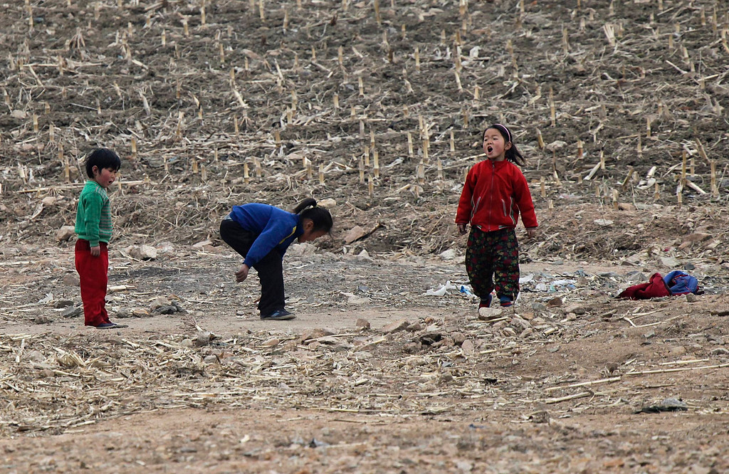 """. North Korean children play on the banks of Yalu River, about 100 km (62 miles) from the North Korean town of Sinuiju, opposite the Chinese border city of Dandong, April 16, 2013. North Korea issued new threats against South Korea on Tuesday, vowing \""""sledge-hammer blows\"""" of retaliation if South Korea did not apologise for anti-North Korean protests the previous day when the North was celebrating the birth of its founding leader. REUTERS/Jacky Chen"""