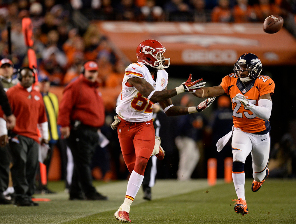 . Kansas City Chiefs wide receiver Dwayne Bowe (82) misses a pass while guarded by Denver Broncos cornerback Chris Harris (25) in the second quarter. The Denver Broncos take on the Kansas City Chiefs at Sports Authority Field at Mile High in Denver on November 17, 2013. (Photo by John Leyba/The Denver Post)