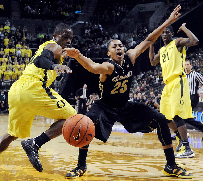 . Johnathan Loyd #10 of the Oregon Ducks knocks the ball away from Spencer Dinwiddie #25 of the Colorado Buffaloes in the first half of the game  at Matthew Knight Arena on February 7, 2013 in Eugene, Oregon. (Photo by Steve Dykes/Getty Images)