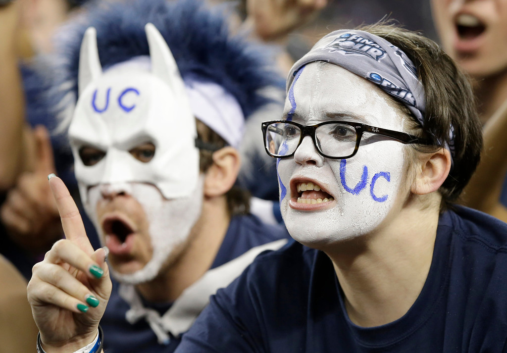 . Connecticut fans cheer before the NCAA Final Four tournament college basketball championship game against Kentucky Monday, April 7, 2014, in Arlington, Texas. (AP Photo/Tony Gutierrez)