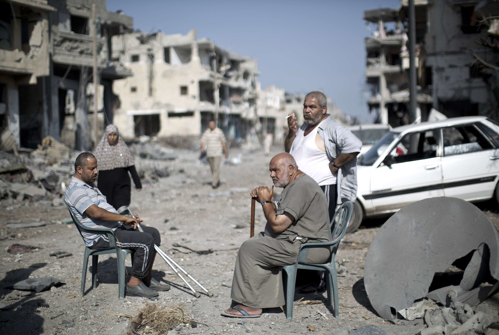 . Palestinians who were displaced from their houses due to fighting between Israel\'s army and Hamas fighters return to check their homes in Gaza City\'s Shejaiya neighborhood, on August 1, 2014. Israeli shelling killed eight people in Gaza today just hours into a three-day truce, medics said, as a diplomatic push for a more durable end to the bloodshed gained pace.  It gave a brief respite to residents of the battered strip, after 25 days of violence that killed 1,459 on the Palestinian side, mostly civilians, and 61 soldiers and three civilians on the Israeli side. AFP PHOTO / MAHMUD HAMS/AFP/Getty Images