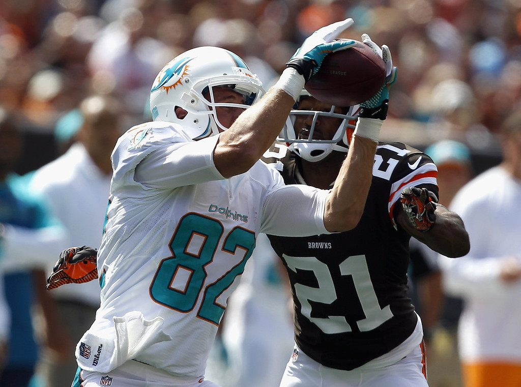 . Wide receiver Brian Hartline #82 of the Miami Dolphins makes a catch in front of defensive back Chris Owens #21 of the Cleveland Browns at Cleveland Browns Stadium on September 8, 2013 in Cleveland, Ohio. (Photo by Matt Sullivan/Getty Images)