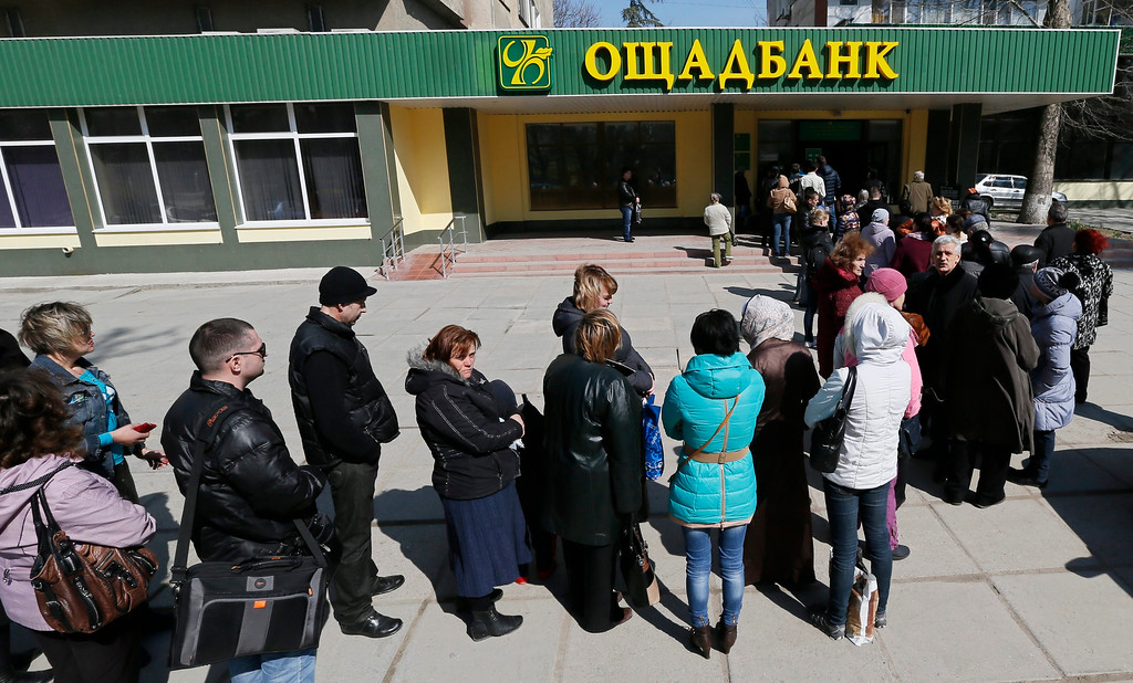 . People queue at a bank in Semfiropol, Crimea, Ukraine, 15 March 2014. The Moscow-leaning Crimea region is due to hold a referendum on 16 March on whether to break away from Ukraine and join Russia, with observers fearing worsening violence on the peninsula ahead of the vote. Hopes for a diplomatic solution to the crisis faded on 14 March after six-hour talks between US Secretary of State John Kerry and his Russian counterpart Sergei Lavrov ended with \'no common vision\', as Lavrov put it.  EPA/YURI KOCHETKOV