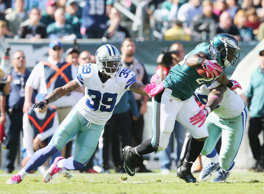 . LeSean McCoy #25 of the Philadelphia Eagles carries the ball as Brandon Carr #39 of the Dallas Cowboys defends on October 20, 2013 at Lincoln Financial Field in Philadelphia, Pennslyvania.  (Photo by Elsa/Getty Images)