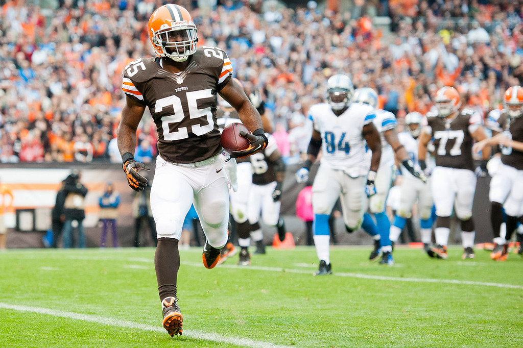 . Running back Chris Ogbonnaya #25 of the Cleveland Browns runs in a touchdown reception during the first half against the Detroit Lions at FirstEnergy Stadium on October 13, 2013 in Cleveland, Ohio. (Photo by Jason Miller/Getty Images)
