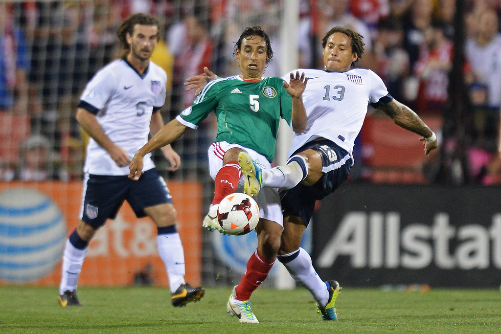 . Fernando Arce #5 of the Mexico Men\'s National Team and Jermaine Jones #13 of the United States Men\'s National Team battle for control of the ball in the second half at Columbus Crew Stadium on September 10, 2013 in Columbus, Ohio. The United States defeated Mexico 2-0.  (Photo by Jamie Sabau/Getty Images)