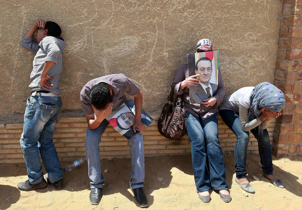 . Supporters of deposed president Hosni Mubarak react after a court sentenced him to life in prison, outside the police academy where the court is located in Cairo June 2, 2012. Mubarak was sentenced to life in prison on Saturday for ordering the killing of protesters during the uprising that swept him from power last year. REUTERS/Mohammed Salem