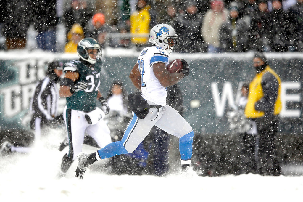 . Detroit Lions\' Jeremy Ross, right, returns a punt for a touchdown as Philadelphia Eagles\' Chris Polk gives chase during the second half of an NFL football game, Sunday, Dec. 8, 2013, in Philadelphia. (AP Photo/Michael Perez)