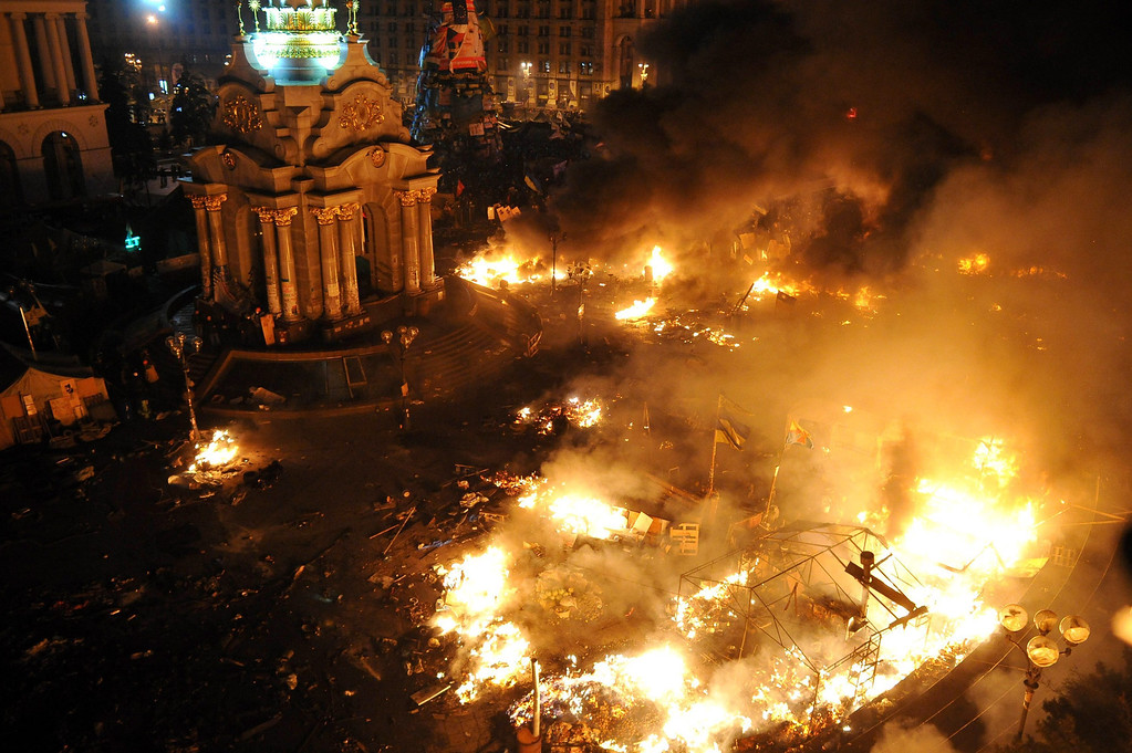 . General view fires on the Independence Square in downtown Kiev, Ukraine, 18 February 2014.  EPA/ALEXEY FURMAN
