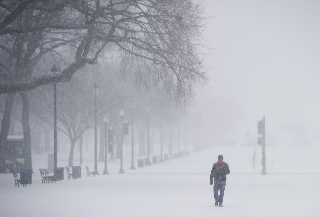. A man walks on the National Mall in Washington, DC, January 21, 2014, as snow falls during a storm.  AFP PHOTO / Saul LOEB/AFP/Getty Images