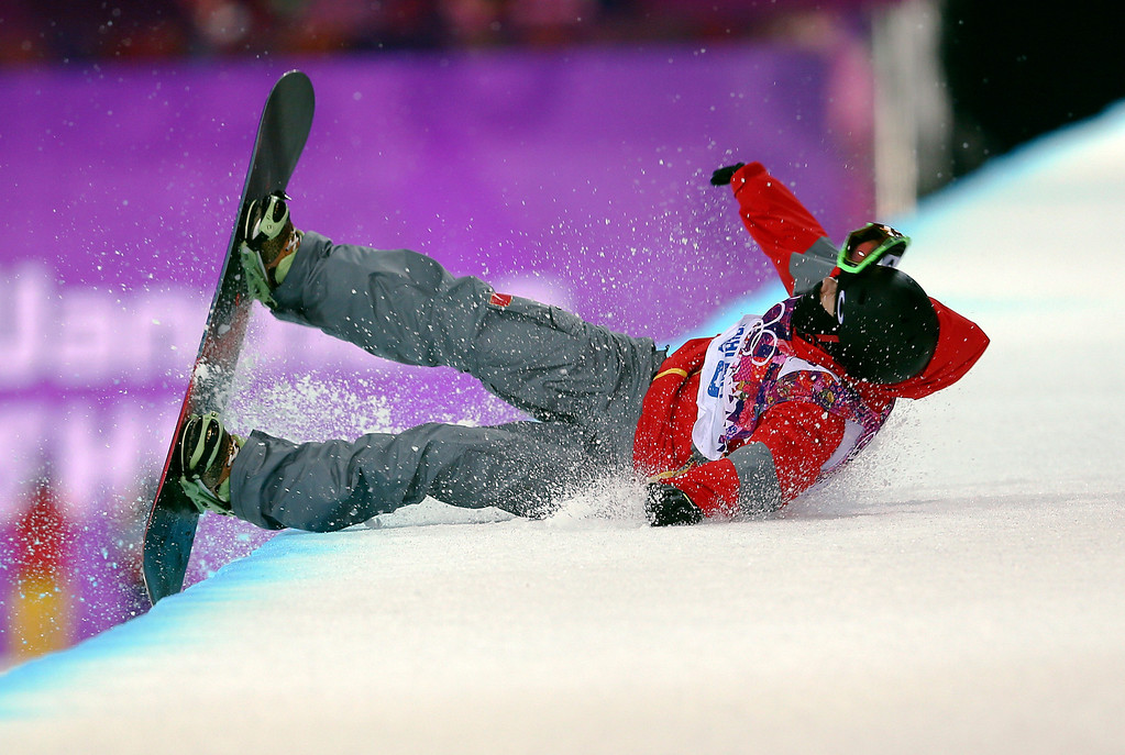 . China\'s Shi Wancheng crashes during the men\'s snowboard halfpipe semifinal at the Rosa Khutor Extreme Park, at the 2014 Winter Olympics, Tuesday, Feb. 11, 2014, in Krasnaya Polyana, Russia.(AP Photo/Sergei Grits)
