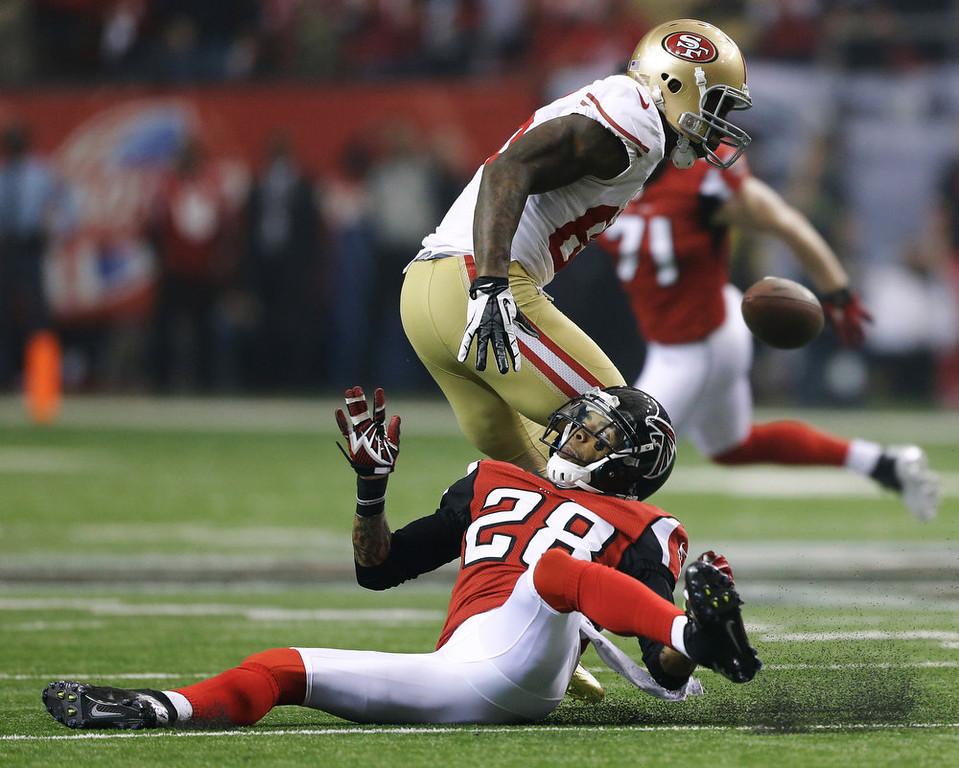 . Atlanta Falcons\' Thomas DeCoud breaks up a pass intended for San Francisco 49ers\' Vernon Davis during the first half of the NFL football NFC Championship game Sunday, Jan. 20, 2013, in Atlanta. (AP Photo/David Goldman)