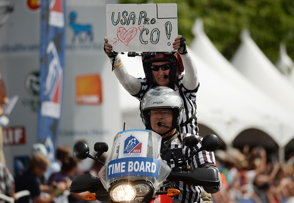 . An official shows the sign at the final lap of the 75-mile 7th stage of the 2013 USA Pro Challenge race in Denver, Colorado on August 25, 2013. (Photo by Hyoung Chang/The Denver Post)