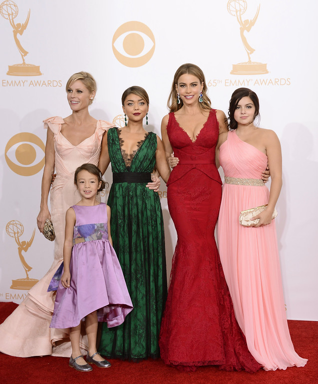 ". Julie Bowen, from left, Aubrey Anderson-Emmons, Sarah Hyland, Sofia Vergara and Ariel Winter, winners of outstanding comedy series for ""Modern Family,\"" pose backstage at the 65th Primetime Emmy Awards at Nokia Theatre on Sunday Sept. 22, 2013, in Los Angeles.  (Photo by Dan Steinberg/Invision/AP)"