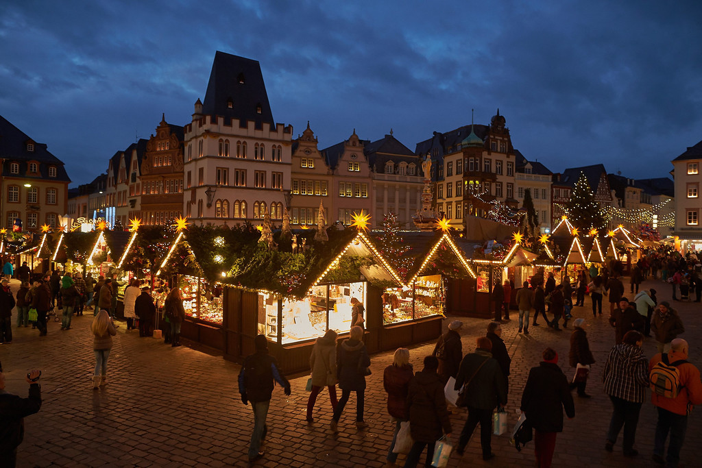 . View of the Christmas market on the main square Hauptmarkt in Trier, Germany, 25 November 2013. The market will open for business until 22 December.  EPA/Thomas Frey -