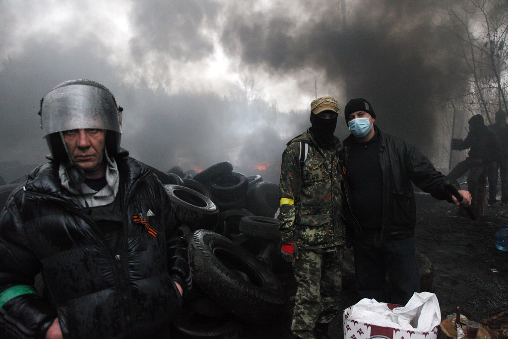 . Pro-Russian protesters burn tires as they prepare for battle with the Berkut (Ukrainian special police forces) on the outskirts of the eastern Ukrainian city of Slavyansk on April 13, 2014. Ukraine\'s interior minister said on April 13 that both sides had suffered casualties during a raid launched by Ukrainian special forces on a police station in the eastern city of Slavyansk that was seized by pro-Russian gunmen.   AFP PHOTO / ANATOLIY STEPANOVSERGEY BOBOK/AFP/Getty Images