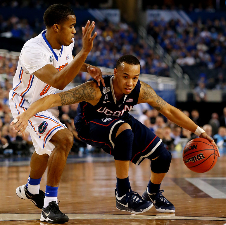 . ARLINGTON, TX - APRIL 05: Shabazz Napier #13 of the Connecticut Huskies drives to the basket as Kasey Hill #0 of the Florida Gators during the NCAA Men\'s Final Four Semifinal at AT&T Stadium on April 5, 2014 in Arlington, Texas.  (Photo by Ronald Martinez/Getty Images)