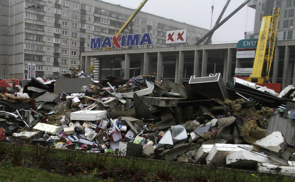. Debris lies in front of the Maxima supermarket during the rescue operation after its roof collapsed, in Riga, Latvia, 22 November 2013.  EPA/VALDA KALNINA