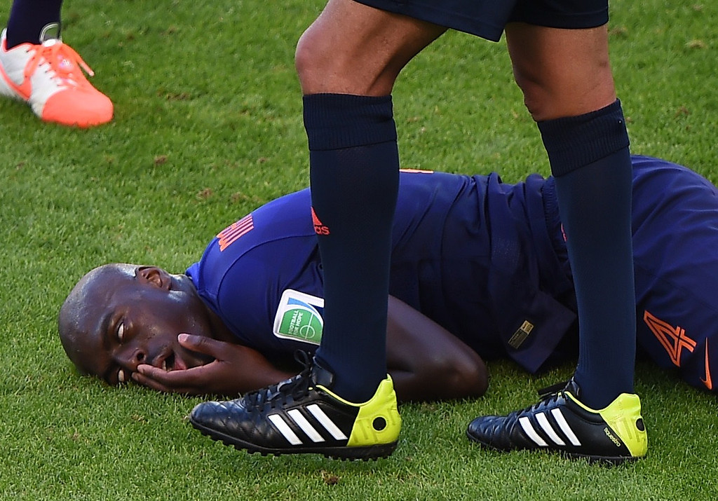 . Netherlands\' defender Bruno Martins Indi reacts after being tackled during a Group B football match between Australia and the Netherlands at the Beira-Rio Stadium in Porto Alegre during the 2014 FIFA World Cup on June 18, 2014. LUIS ACOSTA/AFP/Getty Images