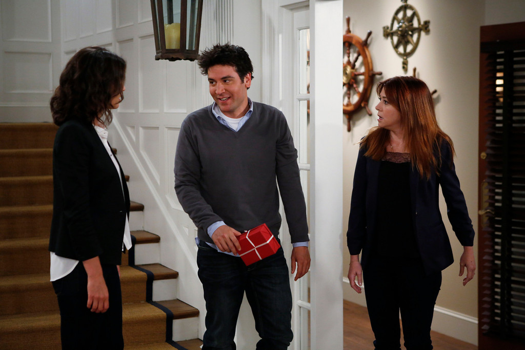 """. \""""The Locket\"""" --  Sherri Shepherd guest stars on  the ninth season premiere episode of HOW I MET YOUR MOTHER titled \""""The Locket,\"""" to be broadcast on Monday, Sept. 23 (8:00-8:30 PM, ET/PT). Pictured: Cobie Smulders, Josh Radnor, Alyson Hannigan  Photo: Cliff Lipson/CBS  ���©2013 CBS Broadcasting Inc. All Rights Reserved."""