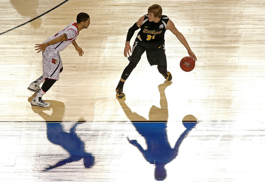 . ATLANTA, GA - APRIL 06:  Ron Baker #31 of the Wichita State Shockers runs the offense in the first half against Peyton Siva #3 of the Louisville Cardinals during the 2013 NCAA Men\'s Final Four Semifinal at the Georgia Dome on April 6, 2013 in Atlanta, Georgia.  (Photo by Streeter Lecka/Getty Images)