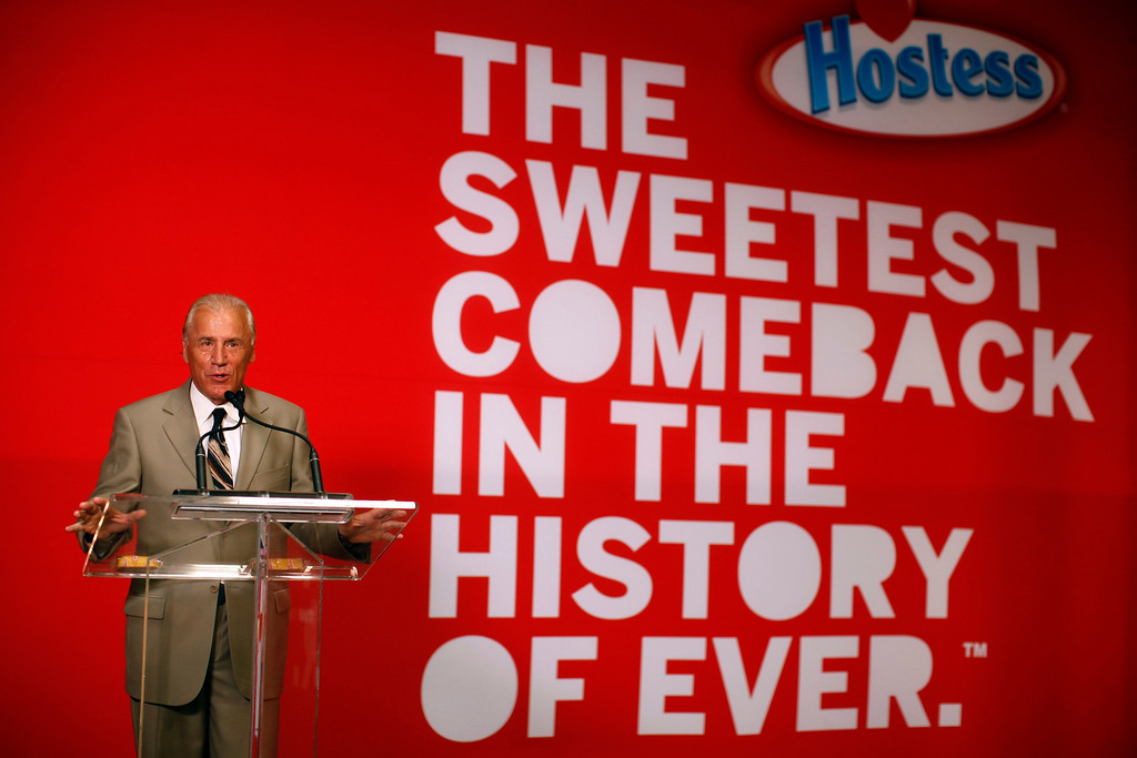 """. CEO of Hostess Brands Dean Metropoulos speaks at a ceremony marking the return of \""""Twinkies\"""" at a plant in Schiller Park, Illinois, July 15, 2013.   REUTERS/Jim Young"""