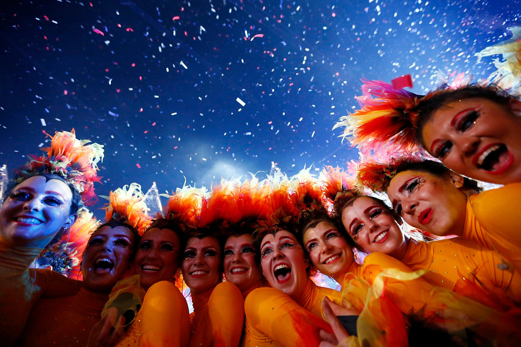 . Performers pose after the end of closing ceremony of the London 2012 Olympic Games at the Olympic stadium August 12, 2012.        REUTERS/Kai Pfaffenbach