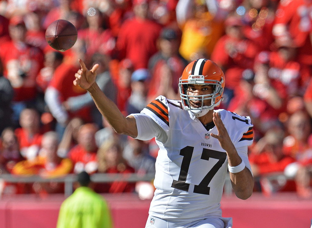 . Quarterback Jason Campbell #17 of the Cleveland Browns throws a pass against the Kansas City Chiefs during the second half on October 27, 2013 at Arrowhead Stadium in Kansas City, Missouri. Kansas City won 23-17. (Photo by Peter Aiken/Getty Images)