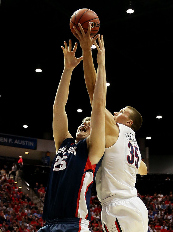 . Kaleb Tarczewski #35 of the Arizona Wildcats goes up against Ryan Edwards #25 of the Gonzaga Bulldogs in the first half during the third round of the 2014 NCAA Men\'s Basketball Tournament at Viejas Arena on March 23, 2014 in San Diego, California.  (Photo by Jeff Gross/Getty Images)