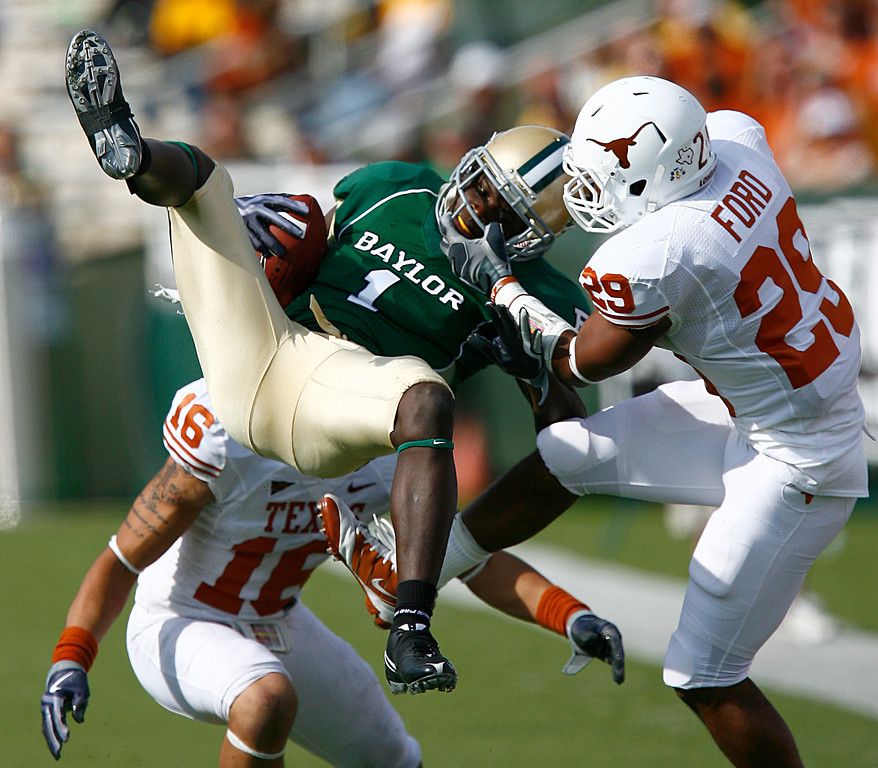 . Inside receiver Kendall Wright #1 for the Baylor Bears pull in a pass against defensive back Clark Ford #29 for the Texas Longhorns in the second half on November 14, 2009 at Floyd Casey Stadium in Waco, Texas.  The Longhorns beat the Bears 47-14. (Photo by Tom Pennington/Getty Images)
