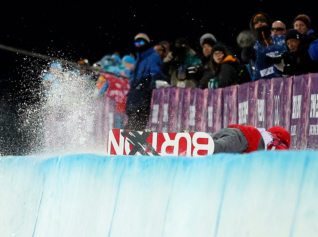 . China\'s Shi Wancheng crashes during the men\'s snowboard halfpipe semifinal at the Rosa Khutor Extreme Park, at the 2014 Winter Olympics, Tuesday, Feb. 11, 2014, in Krasnaya Polyana, Russia. (AP Photo/Andy Wong)