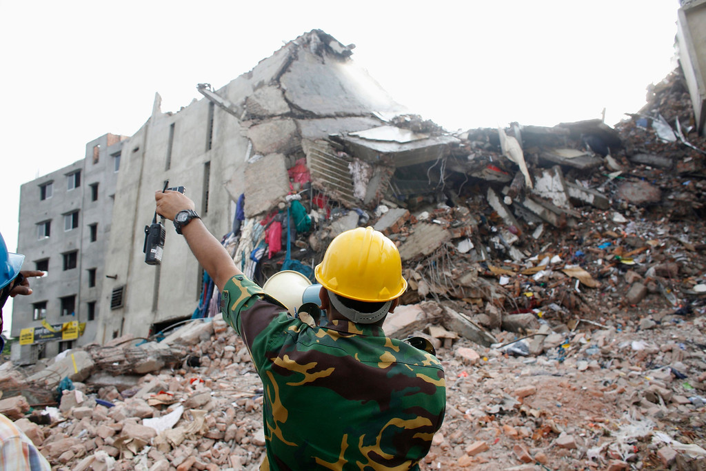 . A rescue worker attempts to find survivors from the rubble of the collapsed Rana Plaza building in Savar, 30 km (19 miles) outside Dhaka April 30, 2013. REUTERS/Khurshed Rinku