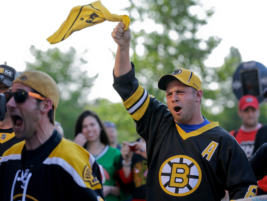 . Boston Bruins fans cheer as they walk into the United Center to watch game 2 of the NHL hockey Stanley Cup Finals against the Chicago Blackhawks, Saturday, June 15, 2013, in Chicago. (AP Photo/Nam Y. Huh)