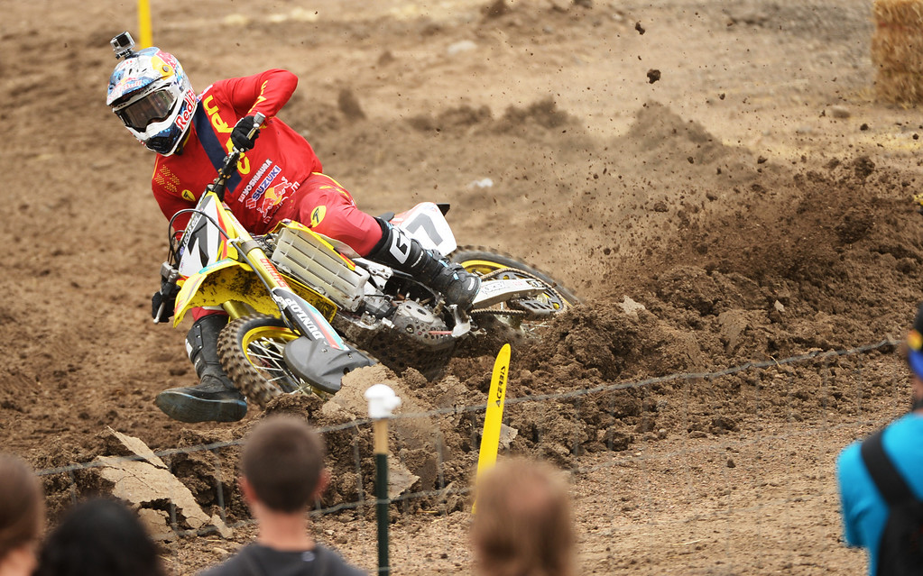 . James Stewart Jr. (7) is leading 450 Class Moto #1 at Thunder Valley MX Park during the third round of the Lucas Oil Pro Motocross Championship. Lakewood, Colorado. June 07. 2014. (Photo by Hyoung Chang/The Denver Post)
