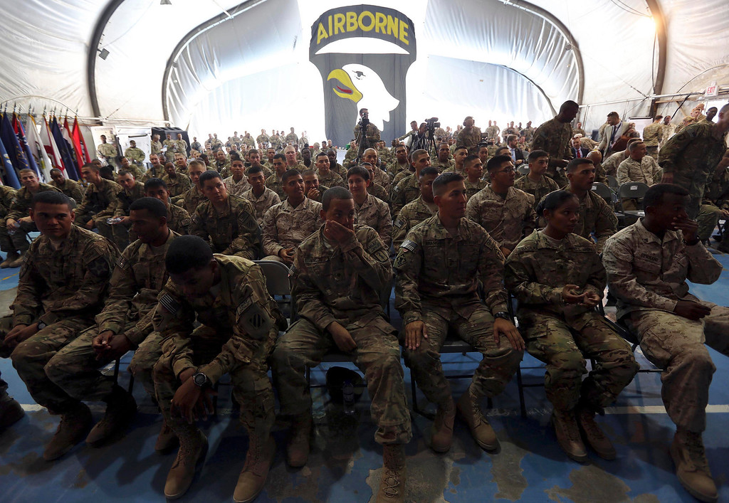 . U.S. soldiers attend a naturalization ceremony while celebrating Fourth of July at Bagram airbase, north of Kabul, July 4, 2013. The United States celebrates its Independence Day on July 4. REUTERS/Omar Sobhani