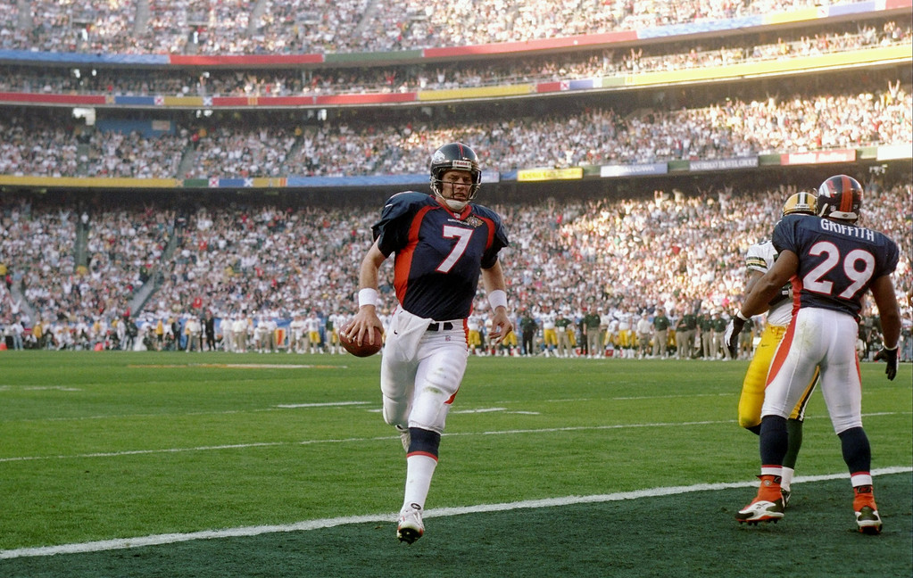 . John Elway #7 of the Denver Broncos runs into the end zone for the touchdown against the Green Bay Packers during Super Bowl  XXXII at Qualcomm Stadium in San Diego, California.   (Andy Lyons/Allsport)