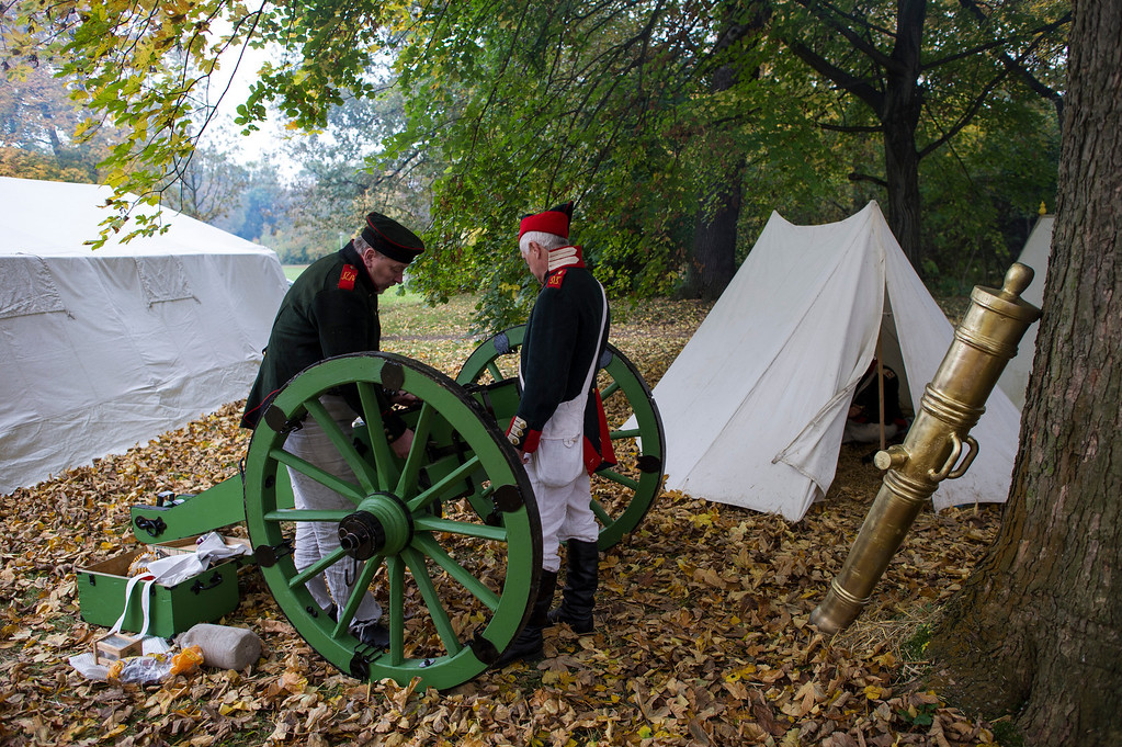 . Historical society enthusiasts from Russia in the role of Russian artillery prepare to commemorate the 200th anniversary of The Battle of Nations on October 18, 2013 in Leipzig, Germany.  (Photo by Jens Schlueter/Getty Images)