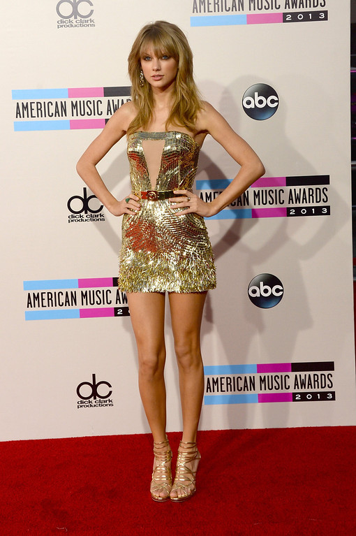. Singer Taylor Swift attends the 2013 American Music Awards at Nokia Theatre L.A. Live on November 24, 2013 in Los Angeles, California.  (Photo by Jason Merritt/Getty Images)