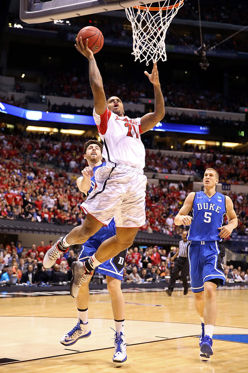 . Chane Behanan #21 of the Louisville Cardinals drives for a shot attempt in the first half against Ryan Kelly #34 of the Duke Blue Devils during the Midwest Regional Final round of the 2013 NCAA Men\'s Basketball Tournament at Lucas Oil Stadium on March 31, 2013 in Indianapolis, Indiana.  (Photo by Andy Lyons/Getty Images)
