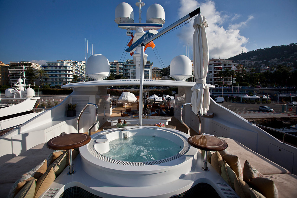 . A jacuzzi operates on an exterior deck of the 190ft (57.9m) motor yacht Mi Sueno, manufactured by Trinity Yachts LLC, in Nice, France, on Wednesday, Sept. 25, 2013.  Photographer: Balint Porneczi/Bloomberg