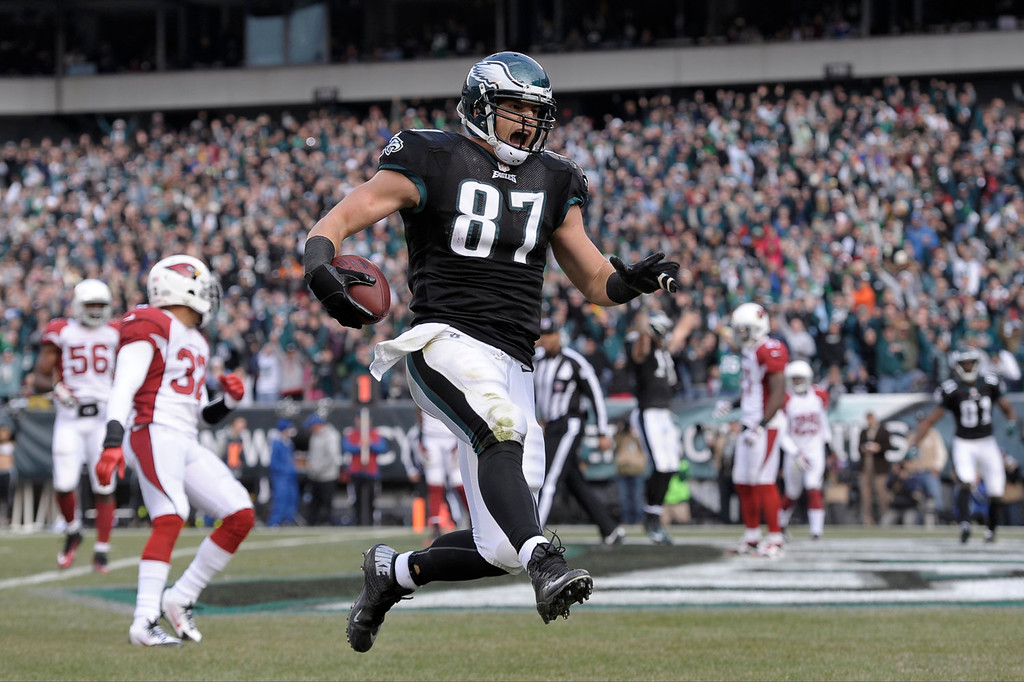 . Philadelphia Eagles\' Brent Celek celebrates after scoring a touchdown during the first half of an NFL football game against the Arizona Cardinals Sunday, Dec. 1, 2013, in Philadelphia. (AP Photo/Michael Perez)