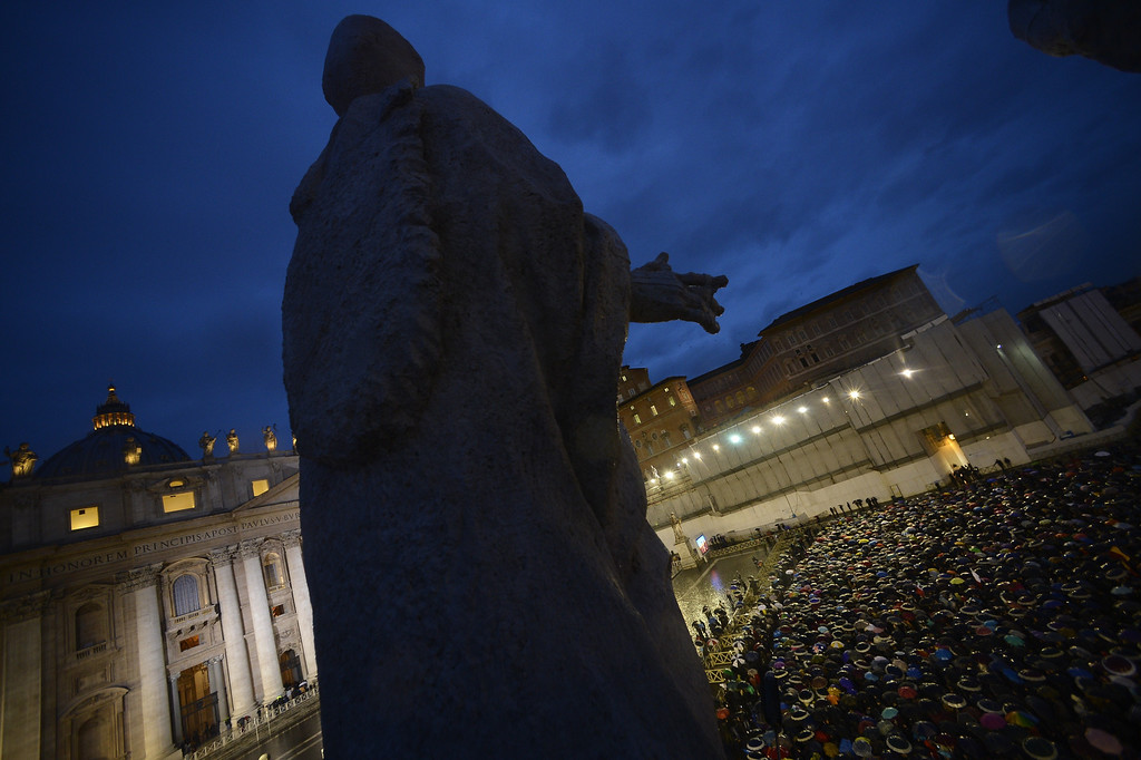. Faithfuls wait under rain at St Peter\'s square for the smoke announcing the result on the second day of the papal election conclave on March 13, 2013 at the Vatican.   AFP PHOTO / FILIPPO MONTEFORTE/AFP/Getty Images