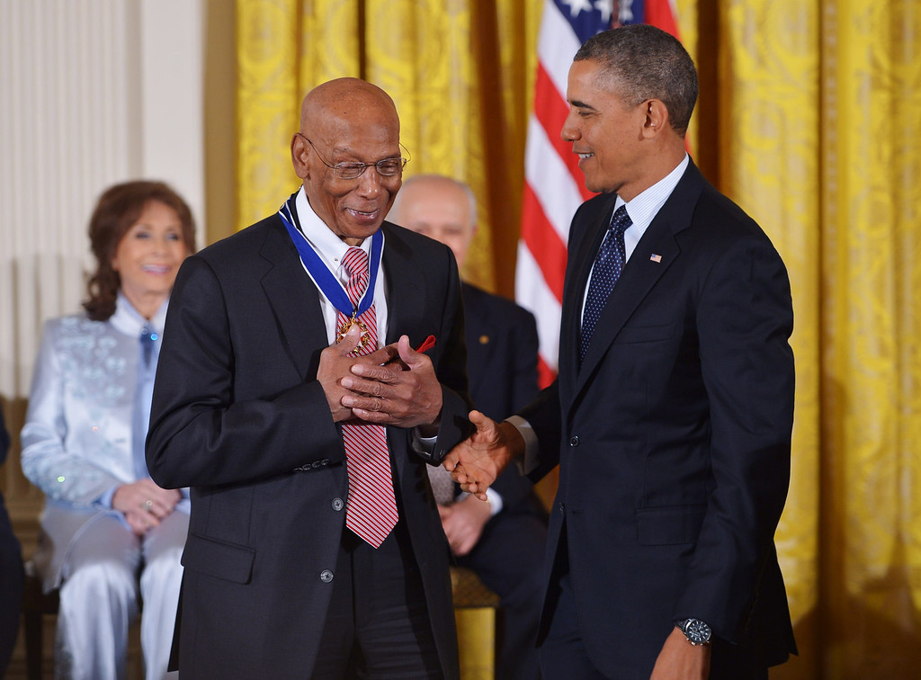 . US President Barack Obama presents the Presidential Medal of Freedom to former Chicago Cubs baseball player Ernie Banks during a ceremony in the East Room of the White House on November 20, 2013 in Washington, DC.   AFP PHOTO/Mandel NGAN/AFP/Getty Images