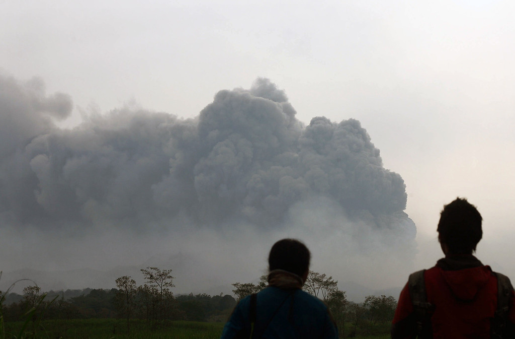 . Residents watch the eruption of Mount Kelud volcano from Kediri town in East Java province on February 14, 2014. T AFP PHOTO / JUNI KRISWANTO/AFP/Getty Images