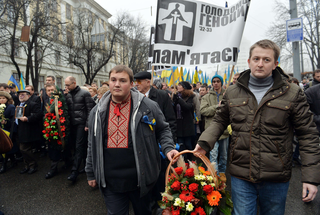 . Ukrainiad carry floweres and wreaths on November 23, 2013 during a march of thousands in memory of the victims of the Holodomor famine before a ceremony at the Holodomor memorial in Kiev.  AFP PHOTO/ SERGEI SUPINSKY/AFP/Getty Images