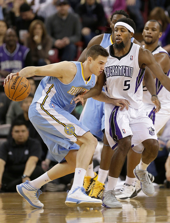 . Denver Nuggets forward Danilo Gallinari, of Italy, tries to drive on     Sacramento Kings forward John Salmon  during the fourth quarter of an NBA basketball game in Sacramento, Calif., Tuesday, March 5, 2013.  The Nuggets won 120-113.(AP Photo/Rich Pedroncelli)